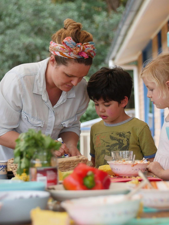 kids-cooking-food-incursion